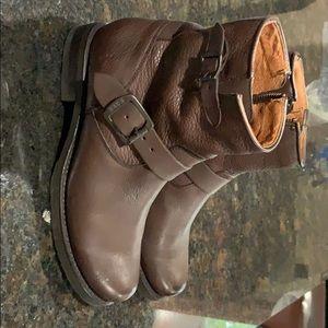 Frye Veronica Back ZIP Short Boot